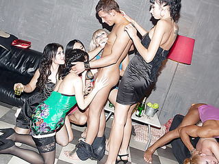 Those lecherous college chicks haven't had sex for a whilst, so they decided to get jointly for a steamy college sex party with attractive guys. From the very start it's obvious that the party's gonna be a real blast! The excited students start with...