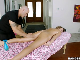 Alexis Addams is very sore. Her body appears to be to have been really tense again lately from all of her working out and work related stress, so thank God that this hottie made an appointment to get a good rub down from our guy Derrick. After getting the sweet parts this guy starts getting into the second part of the massage which Alexis has no objections to. Previous to u know it Derrick is getting his dick massaged inside her mouth. Then massages her cunt. Have A Fun watching!